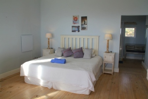 Beach Music Jeffreys Bay Room 1 king size bed